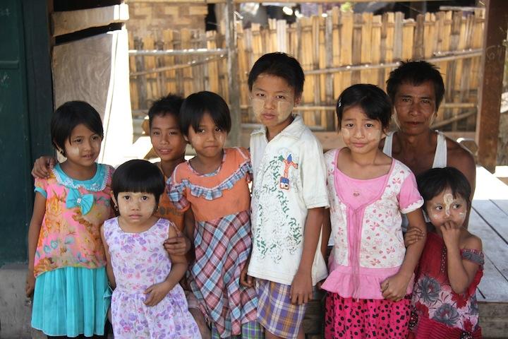 13 FOTO) Bambini birmani