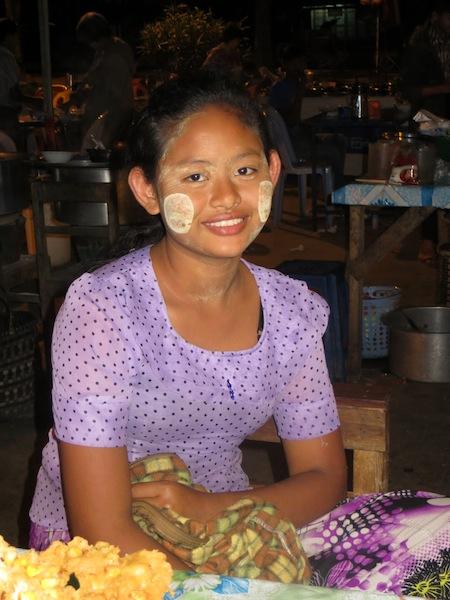 14 FOTO) Una ragazza birmana