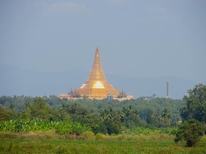 2 FOTO). La pagoda Uppatasanti
