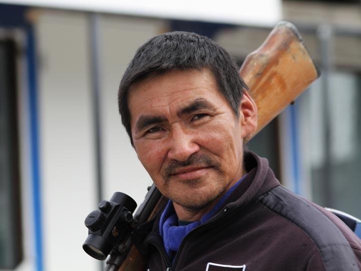 cacciatore Inuit groenlandia viaggio groenlandia emotions magazine rivista viaggi rivista turismo