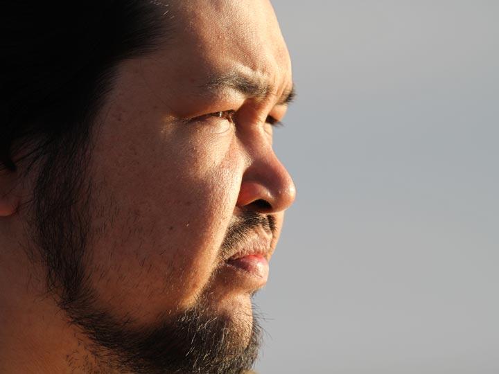 giovane Inuit groenlandia viaggio groenlandia emotions magazine rivista viaggi rivista turismo
