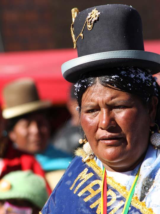 cholitas in costume tradizionale Bolivia emotions magazine rivista viaggi rivista turismo