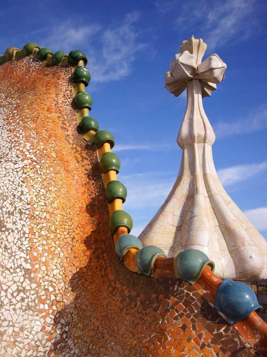 gaudì il tetto di Casa Batlo emotions magazine rivista viaggi rivista turismo