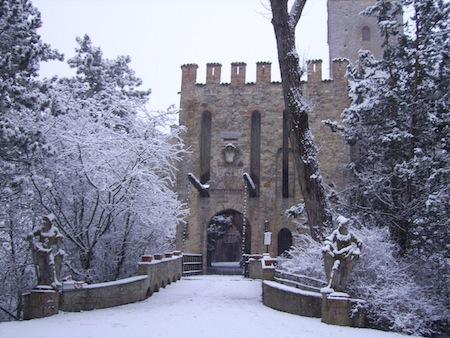 Castello_di_Gropparello_-_Esterno_con_neve_1