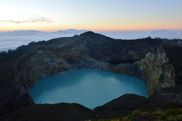 Flores-Uno dei tre laghi colorati del Vulcano Kelimutu