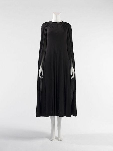 Garde-robe de Dalida. Anonyme. Robe. Maille crÍpe noire, doublure en maille fluide noire, 1975. Galliera, musÈe de la Mode de la Ville de Paris.