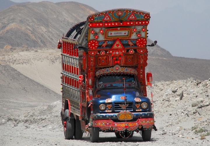 I decoratissmi camion pakistani copia