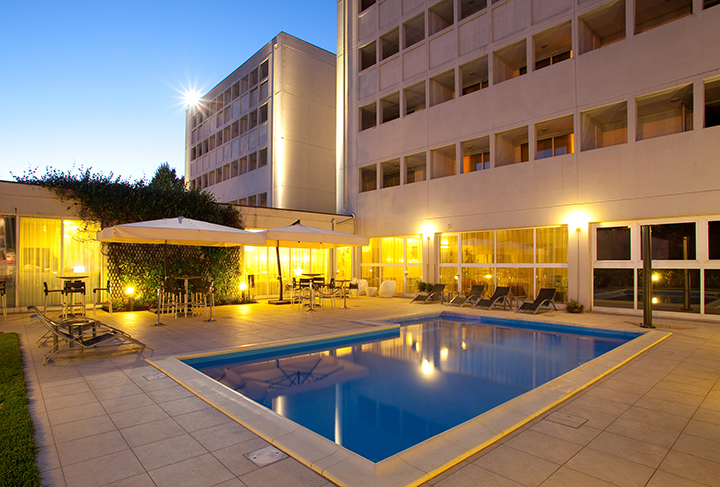 inc-hotels-group-best-western-hotel-farnese-esterno-con-piscina-copia