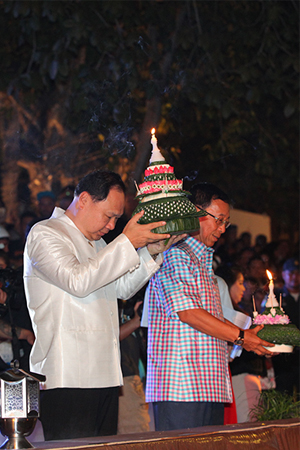 loi-krathong-in-bangkok-2015-9-300x450