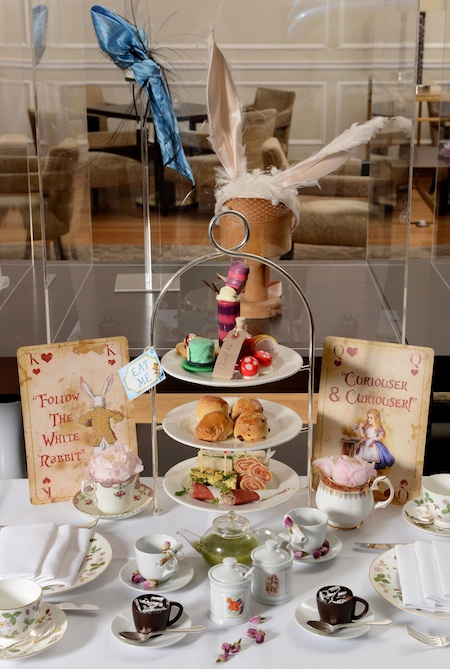 Mad Hatter.s Afternoon Tea with Lomax & Skinner Display copia