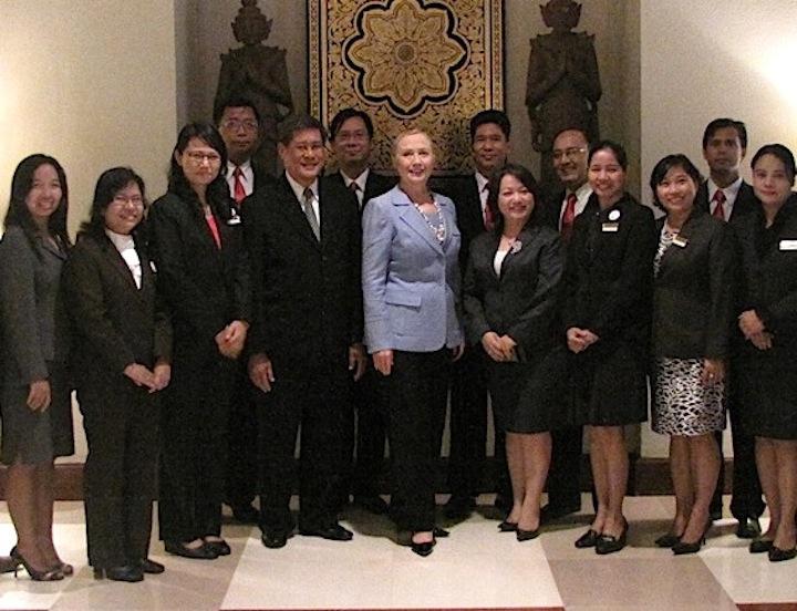 May con Hillary Cliton 2011