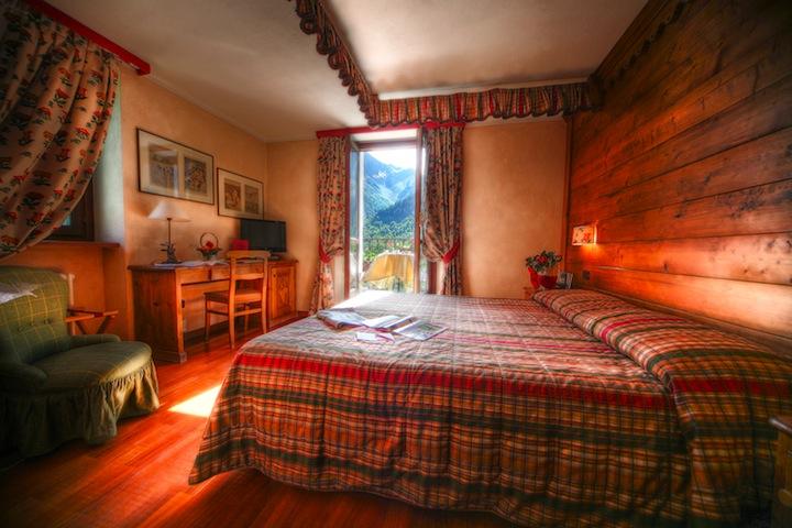 Romantik_Hotel_Villa_Novecento_-_Camera_Superior_con_vista