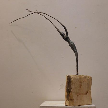 RvB-Arts_Giulia-Spernazza_Dance-with-nature_cera,-ramo-e-legno_45x55x17cm_light copia