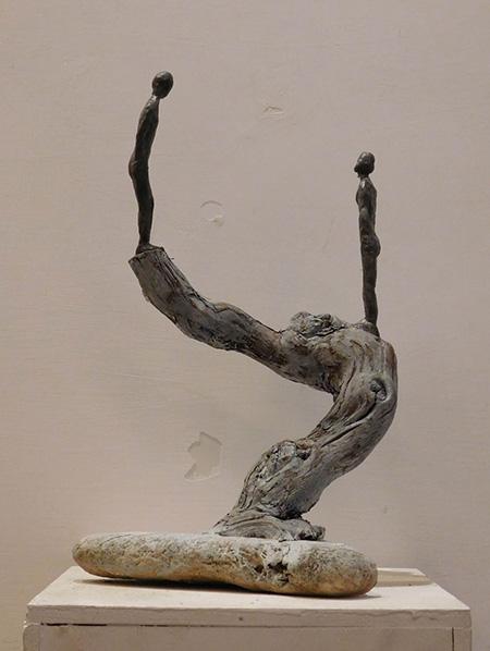 RvB-Arts_Giulia-Spernazza_Frail-moment_cera,-legno-e-acrilico_20-x-35-x-20-cm_light copia