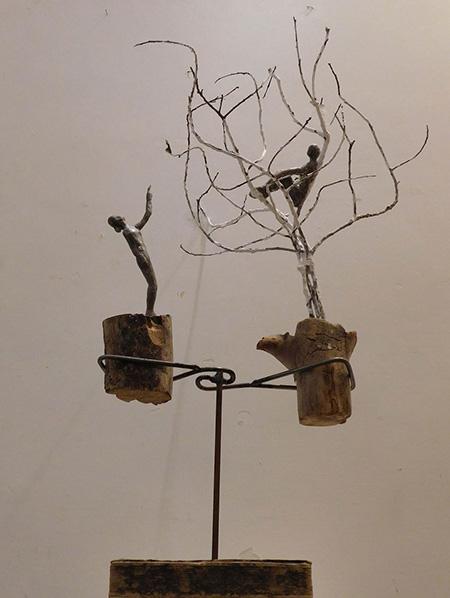 RvB-Arts_Giulia-Spernazza_In-attesa..._rami,-legno-e-cera_40x67x40cm_light copia
