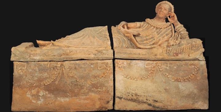 Sarcofago_etrusco_recuperato_a_Ginevra