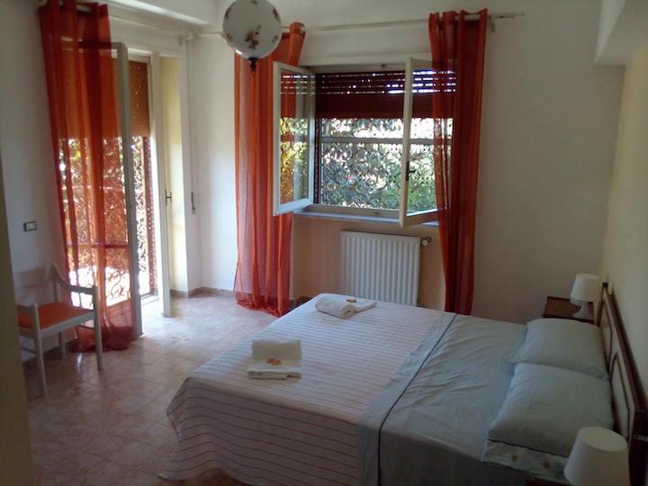 camera da letto con terrazzo La Dolce Villa