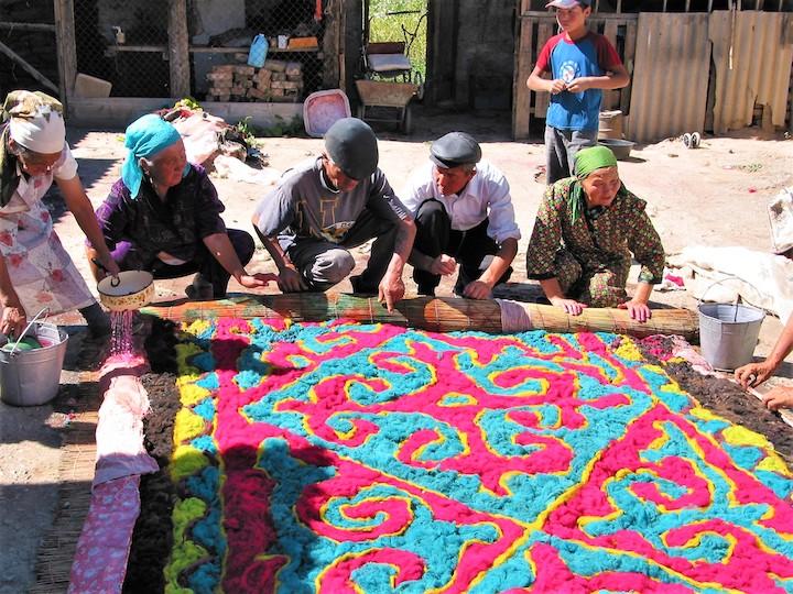 come fare uno Shyrdak, il tappeto di feltro tipico
