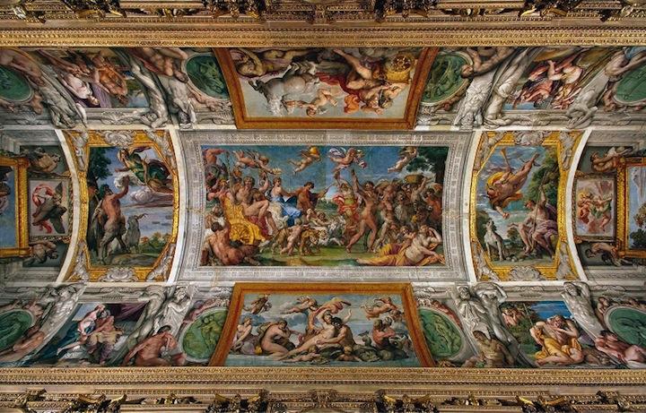 Particolare della volta della Galleria Carracci, presso il Palazzo Farnese, sede dell'Ambasciata di Francia, in un immagine diffusa il 10 ottobre 2012. All'inizio di gennaio 2013 partira' il restauro della Galleria, per cui parte la gara di appalto per l'assegnazione dei lavori.   ANSA/AMBASCIATA DI FRANCIA ROMA