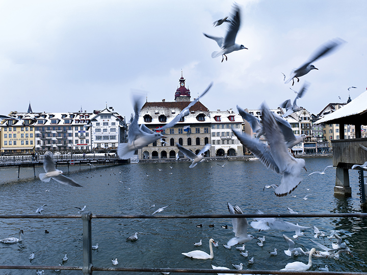 Switzerland. get natural. Lucerne. View over the Reuss to the old City Hall (Rathaus). Schweiz. ganz natuerlich. Luzern. Blick ueber die Reuss zwischen Rathaus-Steg und Kapellbruecke auf das Luzerner Rathaus. Suisse. tout naturellement. Lucerne. Vue sur la Reuss a l'ancien Hotel de Ville (Rathaus). Copyright by: Switzerland Tourism - By-Line: swiss-image.ch/Christof Schuerpf