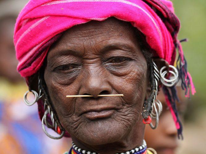 i mille volti del senegal - anziana Bedick con spina di istrice nel naso Senegal - emotions magazine - rivista viaggi - rivista turismo