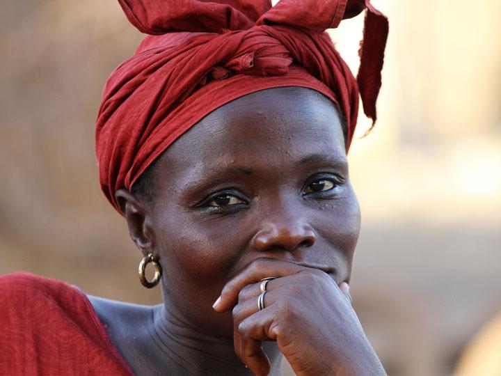 i mille volti del senegal - donna wolof Senegal - emotions magazine - rivista viaggi - rivista turismo