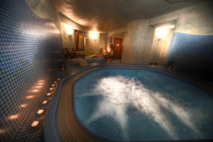 Romantik_Hotel_Villa_Novecento_-_Piscina